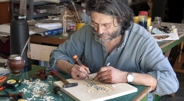 Roberto Fernández Ibáñez in his studio