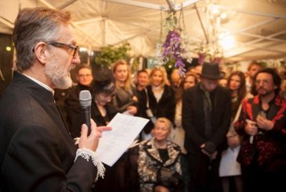 Alasdair Foster opens the exhibition (photo © Stu Morley)